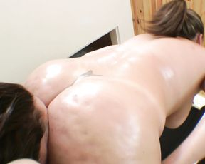MILF Likes to Cover Slave's Face with Her Pussy