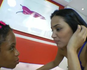 Four Brazilian queens play with slave girl